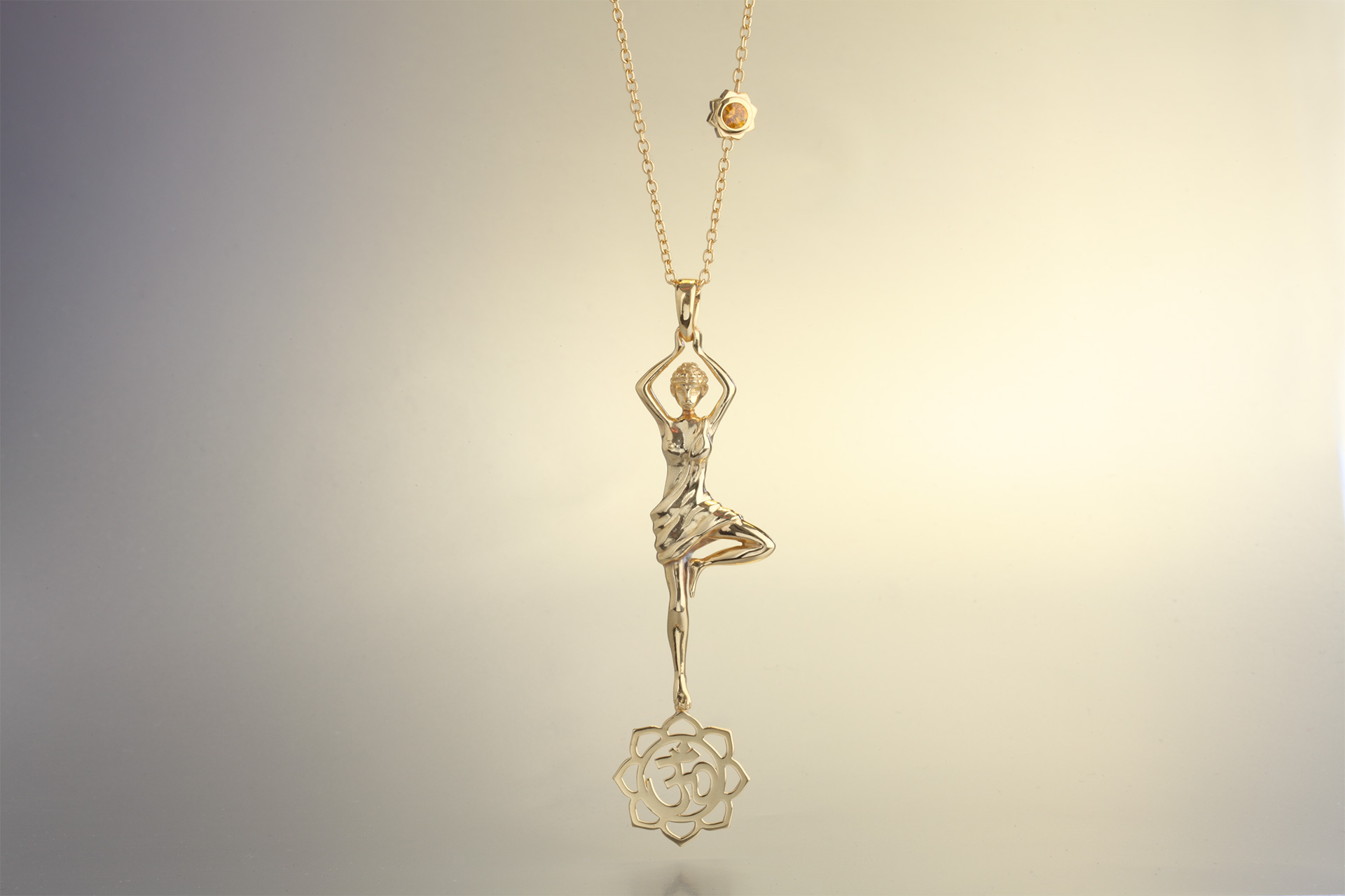 Vrksasana pendant in yellow gold - Maria Kovadi