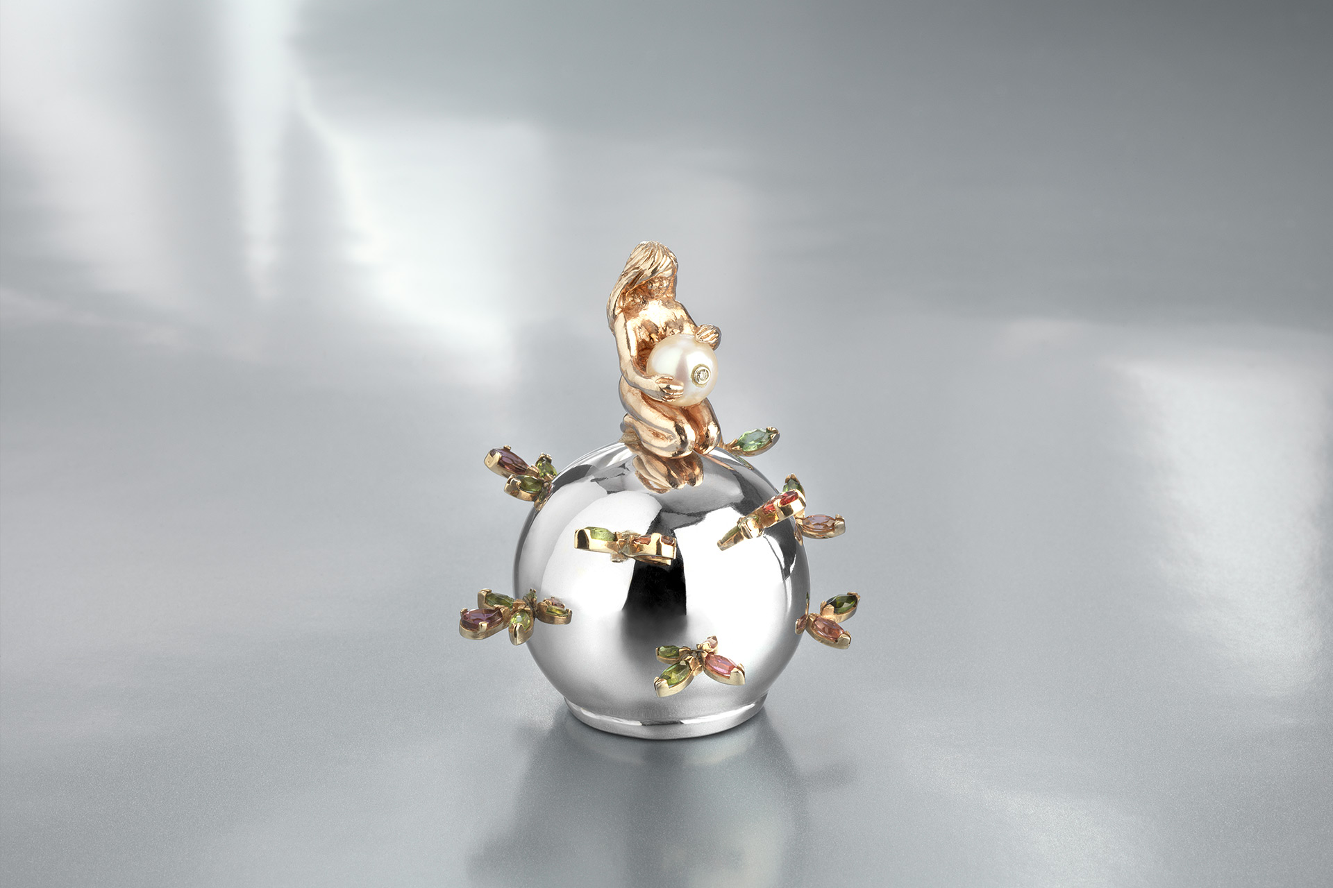Motherhood sculpture in rose gold - Maria Kovadi